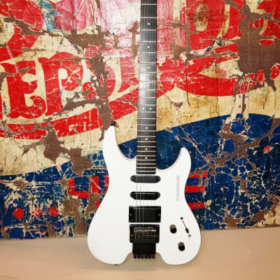 Steinberger Gr4 Newburgh Usa white With Active Emg Hss for sale
