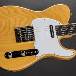 G&L USA ASAT Classic w/ Swamp Ash Body, C-Shaped Neck Butterscotch Blonde w/ Maple Fretboard