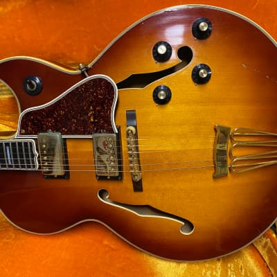 GIBSON BYRDLAND FLORENTINE ALL ORIGINAL KALAMAZOO  1968 SUNBURST for sale