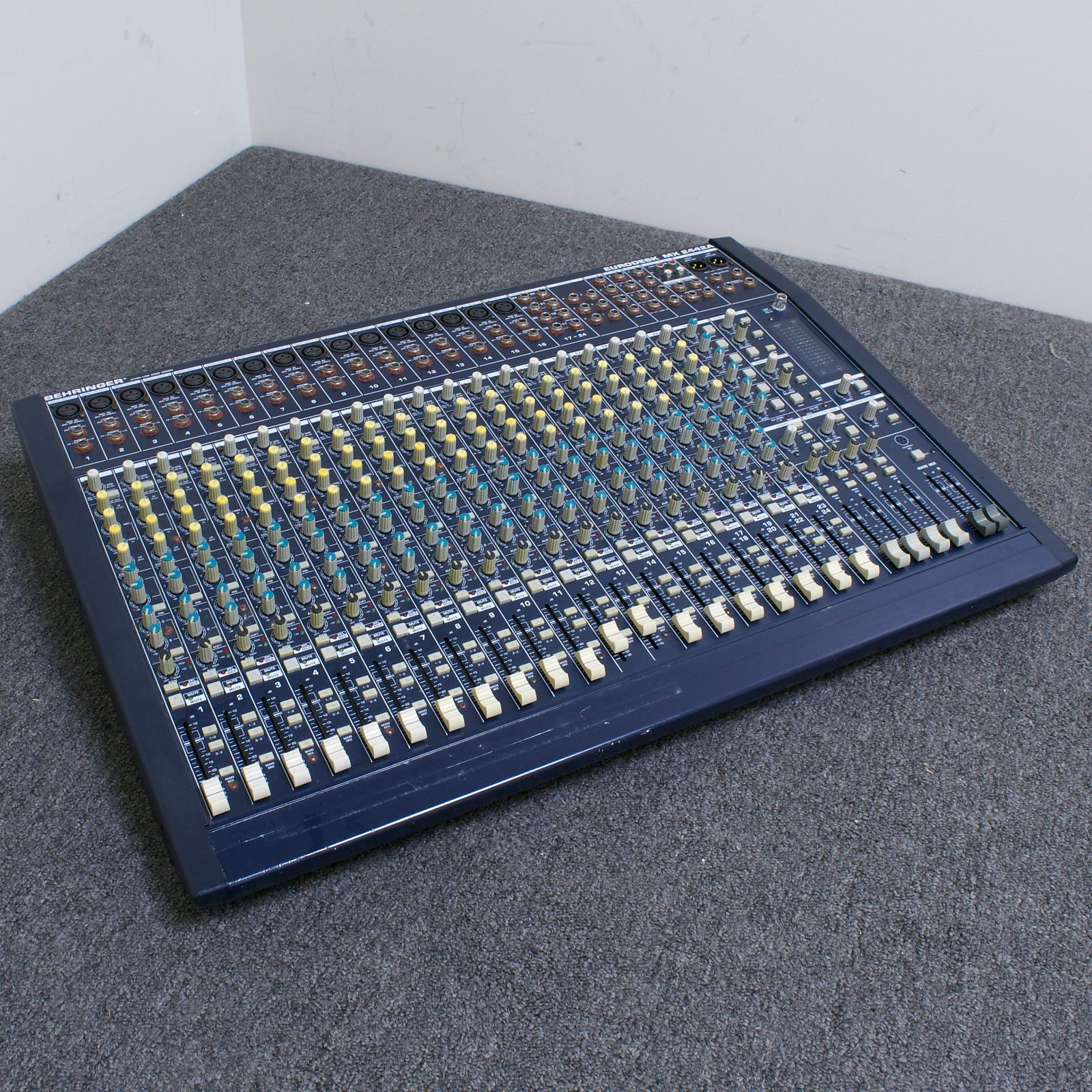 behringer eurodesk mx2442a 24 channel 4 bus mixing console reverb. Black Bedroom Furniture Sets. Home Design Ideas