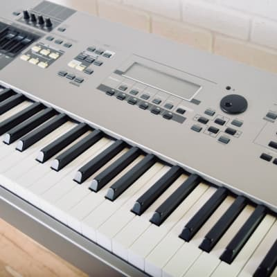 Yamaha Motif 8 88 key piano keyboard synthesizer near MINT cond-synth for sale