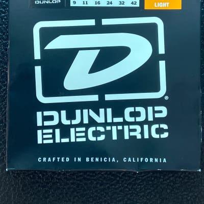 Dunlop DEN0942 Nickel-Plated Steel Light .009-.042 Electric Guitar Strings  2010s Standard