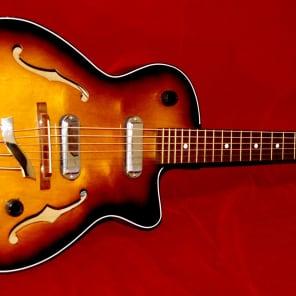 Egmond DE-60 Single Cutaway 1967 Autumn Shade.  Made in Holland. Beautiful Guitar for sale