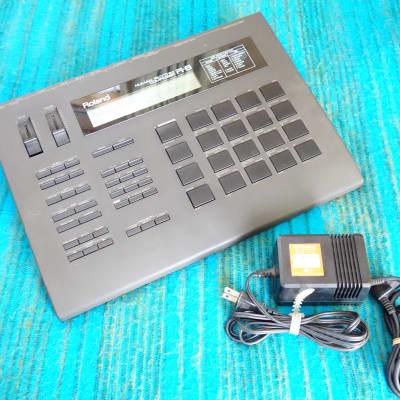 Roland R-8 Human Rhythm Composer / Drum Machine w/ AC Adapter - D385
