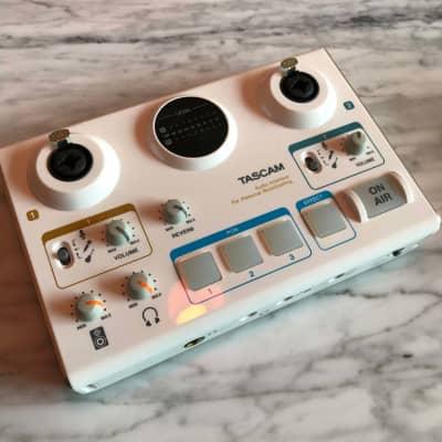 TASCAM MiNiSTUDIO CREATOR Audio Interface For Personal Broadcasting