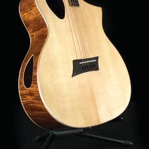 Michael Kelly MKTPE Triad Port Offset Soundhole Cutaway with Electronics Gloss Natural