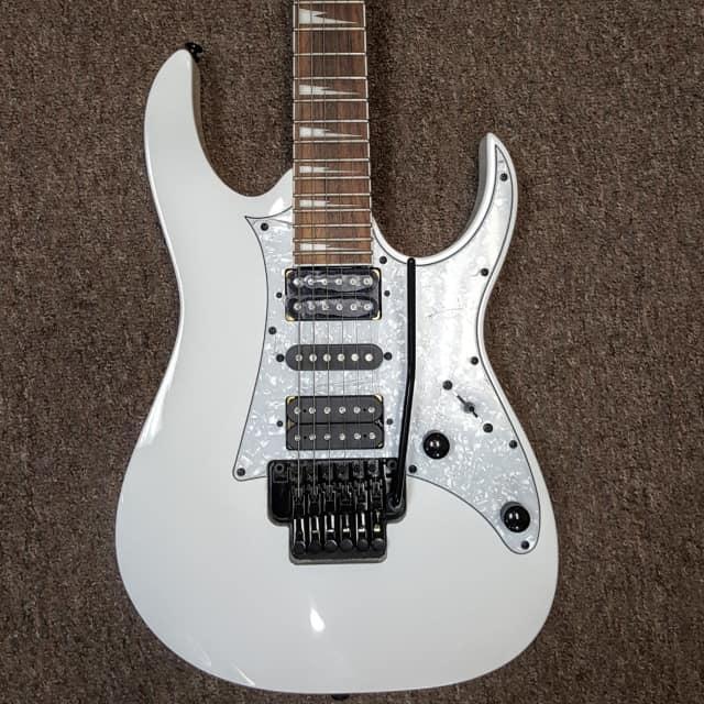 Ibanez RG350DXZ electric guitar with tremolo, White finish image