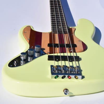 """Ankh Instruments Woodie, 35"""" scale, Left Hand, 4 string Jazz Bass 2021 Lime"""