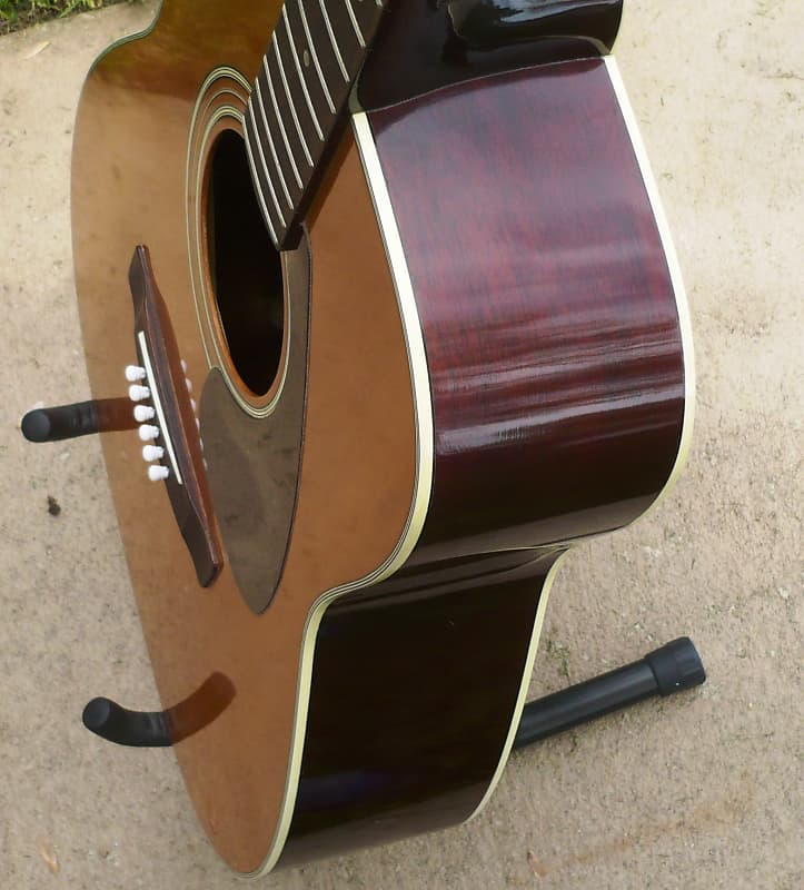 It's just a photo of Dynamite Yamaha Fg 200 Tan Label