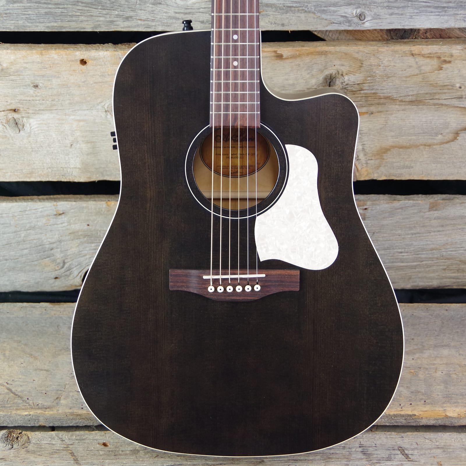 a739fa0935 Art & Lutherie Americana Series Dreadnought Cutaway Acoustic ...