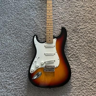 Fender Standard Stratocaster 2002 MIM Sunburst Lefty Left-Handed Maple FB Guitar