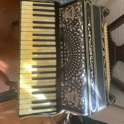 Atlas   Accordian Black for sale