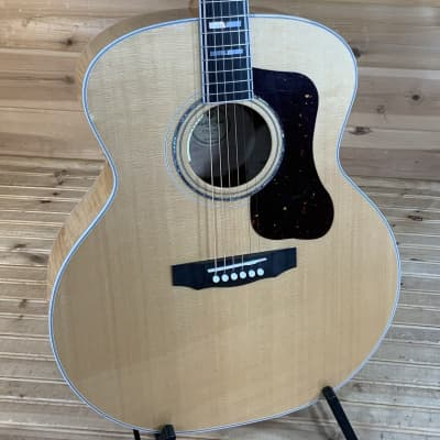 Guild USA F-55E Maple Sitka Spruce / Maple Jumbo with LR Baggs Electronics