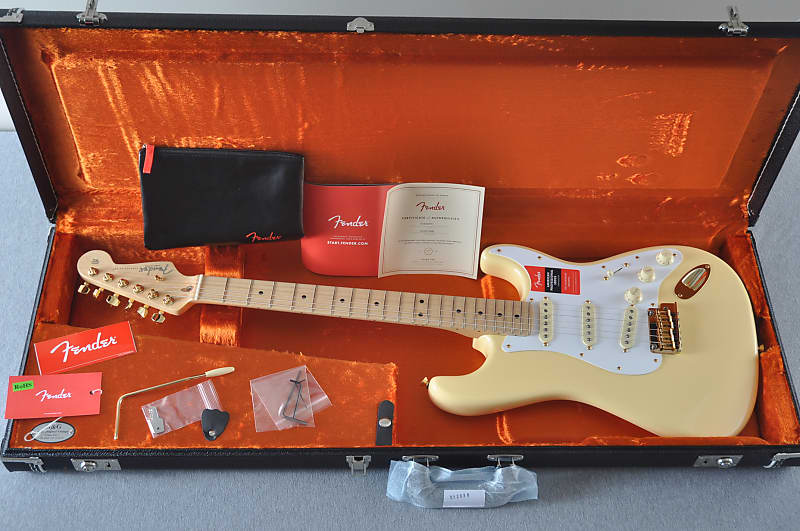 Fender American Professional Stratocaster - Limited Edition - Vintage White - Gold Hardware image