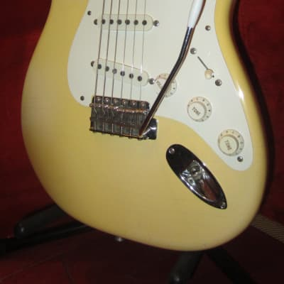 Vintage 1986 Fender '57 Re-Issue Stratocaster White Finish w/ Original Hardshell Case for sale