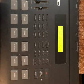 YAMAHA  RY 30 PROGRAMABLE DRUM MACHINE