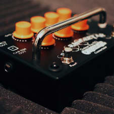 Orange Bax Bangeetar Guitar Pre-EQ Pedal Black (IN BOX w/ 2 free patch cables)