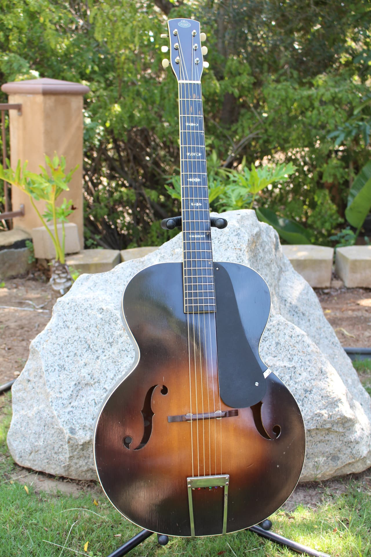 beautiful vintage 1930s 1940s regal acoustic archtop. Black Bedroom Furniture Sets. Home Design Ideas