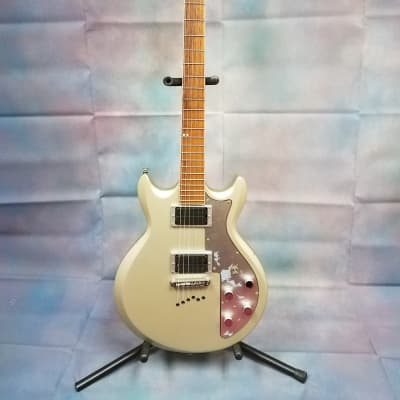 Ibanez AXS32SVF Electric guitar (with a few chips in the body) for sale