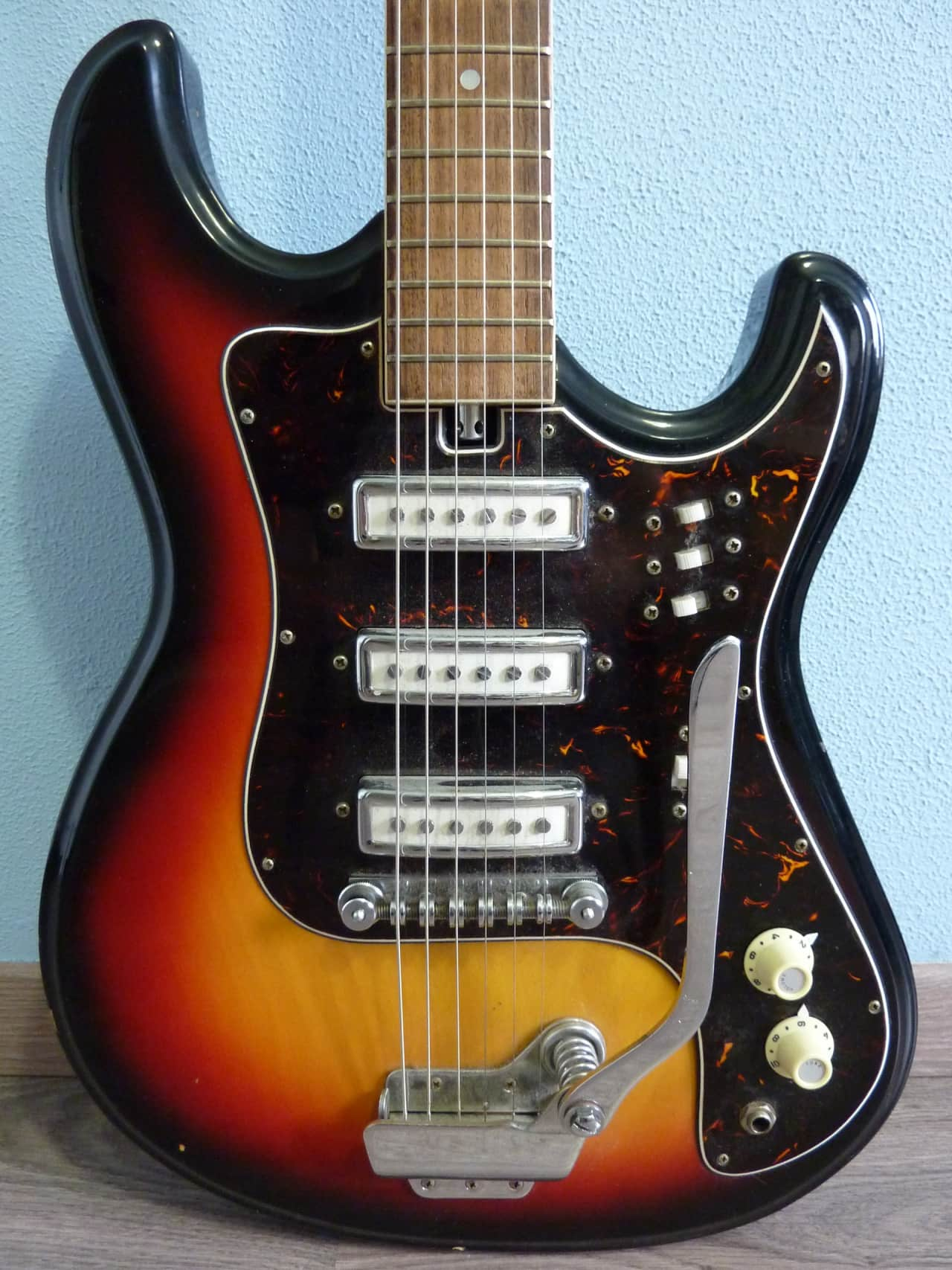 60s Teisco / Kawai electric guitar. Very good condition ...