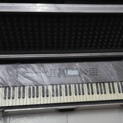 KORG N264 Workstation Synth 76 Keys Large hard case flight metal