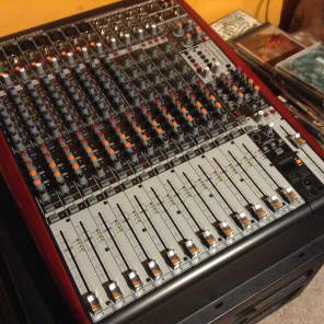Behringer Xenyx UFX1604 16-Input 4-Bus Mixer with Audio Interface