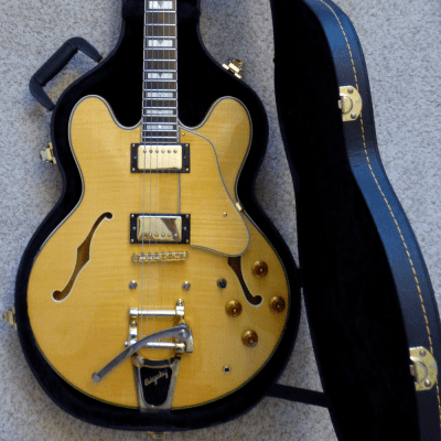 Karera SH-800 AN Blonde Maple w/Bigsby and Hardshell Case