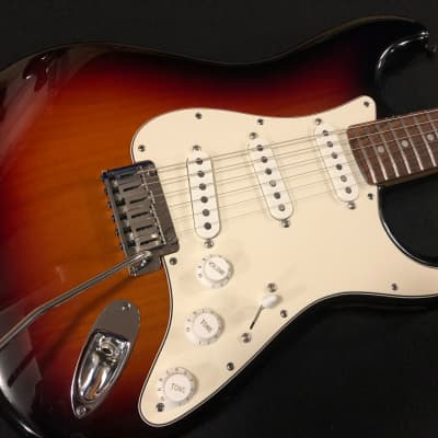 Fender American Deluxe Stratocaster with Rosewood Fretboard 2011 - 2015 3-Color Sunburst for sale