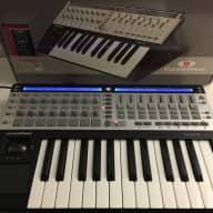 Novation ReMOTE 25 SL MIDI Controller