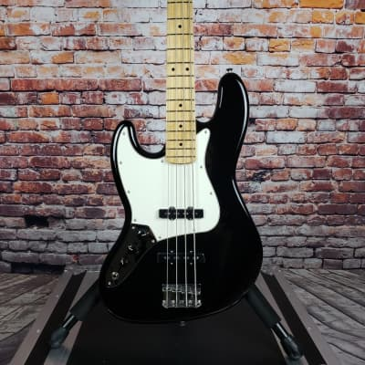 Fender Player Series Jazz Bass LH in Black w/Maple Neck + FREE Shipping