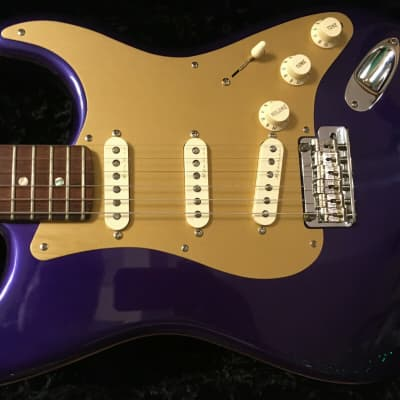 Fender Custom Shop Classic Player Strat in Purple with Gold anodized pickguard 2005 Purple for sale