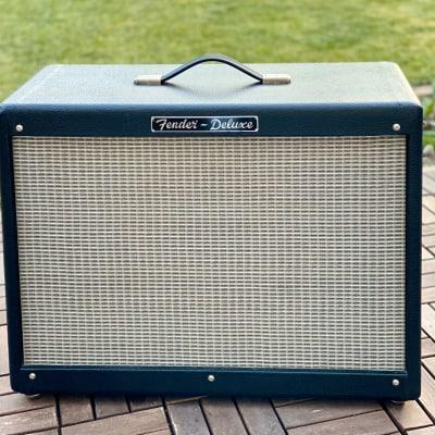 """Fender Hot Rod Deluxe 112 Enclosure 80-Watt 1x12"""" Guitar Speaker Cabinet"""