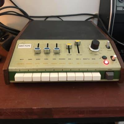 Univox SR-95 / korg minipops 7 Analog Drum Machine 220v