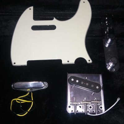 Fender Squier - Pickguard and Pickups