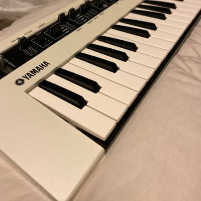 Yamaha Reface CS Mobile Mini Vintage Synth