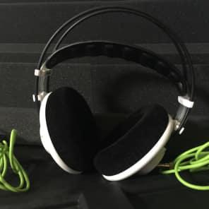 AKG Q701WHIT Signature Series Quincy Jones Over-Ear Headphones