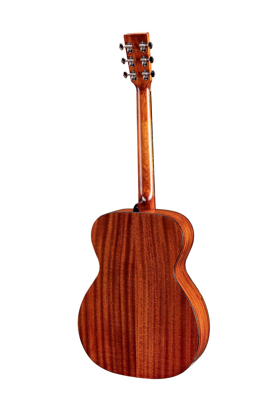 Eastman E2OM Solid Cedar / Sapele Orchestra Model Acoustic Guitar Natural w/ Gi