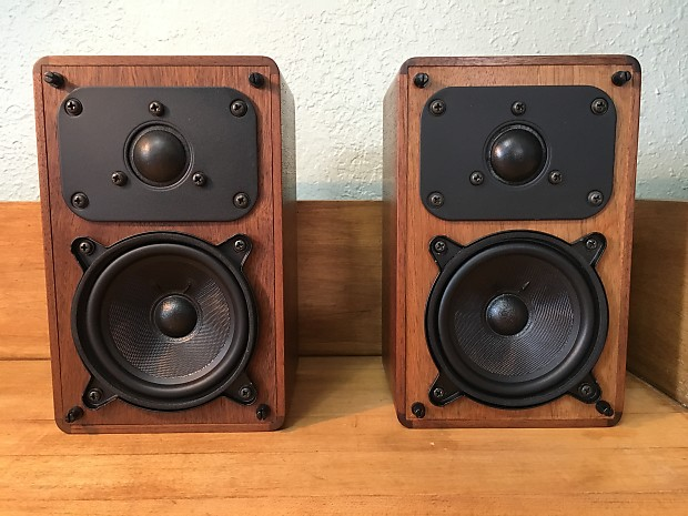 Realistic Minimus 7 Walnut Finish Vintage Bookshelf Speakers