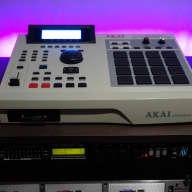 Custom Akai MPC 2000XL - 32MB RAM - 8 Outputs - CF Card Reader + MORE