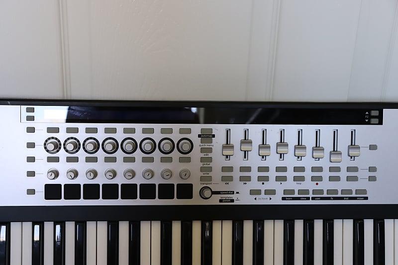 Novation 61SL MkII 61 Key MIDI Controller w/Backpack Case