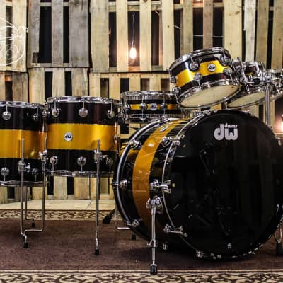 DW Collector's Series Drum Set Exotic Tri- Rally Stripe Graphic (video demo) SO# 1054875
