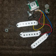 dean korean avalanche stratocaster wire harness, mint, Like Fender/ DMT high output single coils