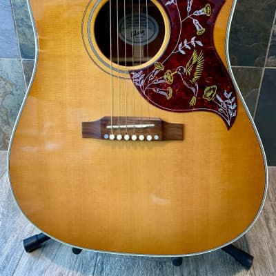 Gorgeous 2012 Gibson Hummingbird in Honey Sunburst L.R. Baggs electronics w/OHSC (370)