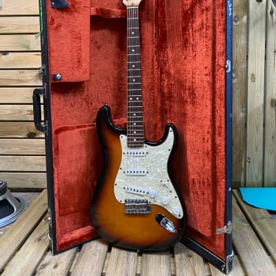 Fender  Fender Bonnie Raitt 1995 Stratocaster w/ Original Hard Case 1995 Sunburst for sale