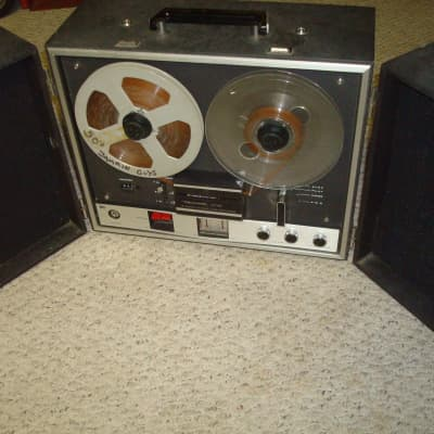 Realistic  909B portable Reel to Reel stereo reocrder
