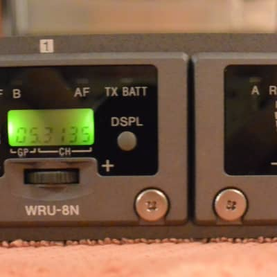 Sony MB-8N Wireless Microphone Tuner Base(30-69) WITH 4 Sony WRU-8N