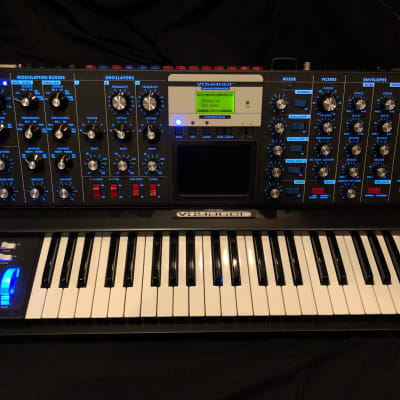 Moog Minimoog Voyager Electric Blue Edition - outstanding - incl original box and manuals
