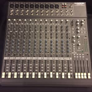 Mackie 1642-VLZ Pro 16-Channel Mic / Line Mixer