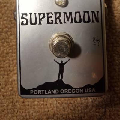Mr Black Supermoon Chrome Modulated Reverb Pedal Amazing Reverb