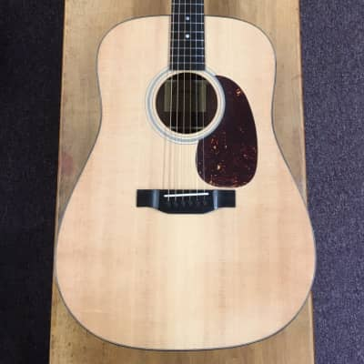 Eastman E1D Dreadnought Guitar w/gig bag